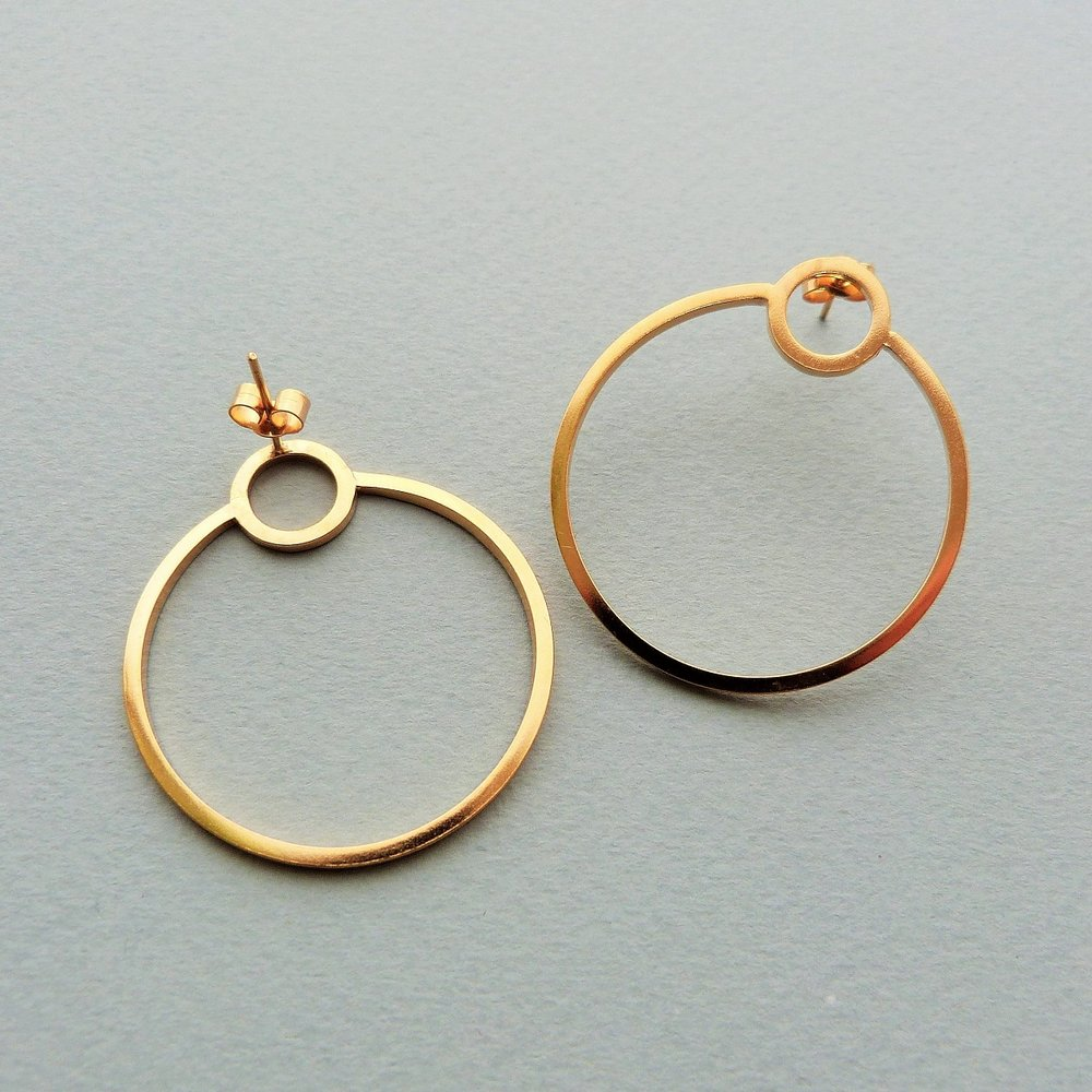Gold single Orbit hoops low res.jpg