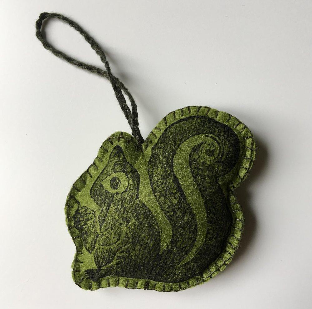 Squirrel Green Ornament  Lino  £6