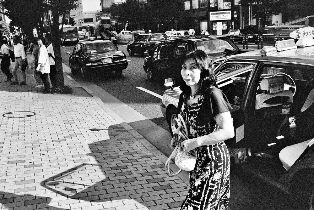 Ginza, Tokyo. Leica M6, 35mm f/2, Kodak Tri-X, ISO 800