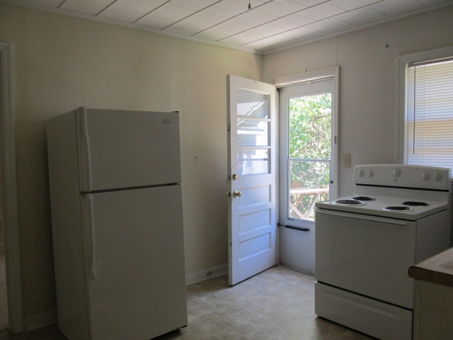 Merritt Mill Rd., S. - 725-B - Kitchen II.JPG