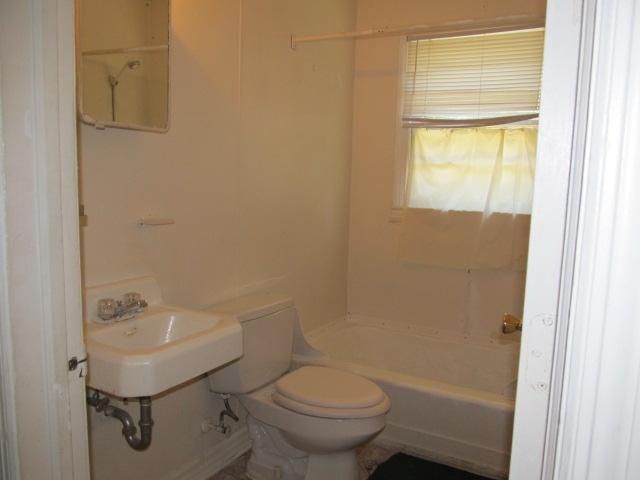 Merritt Mill Rd., S. - 725-B - Bathroom.JPG