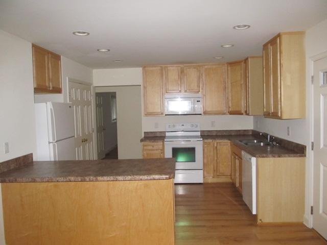 Stinson Street, 118 - Kitchen.jpg
