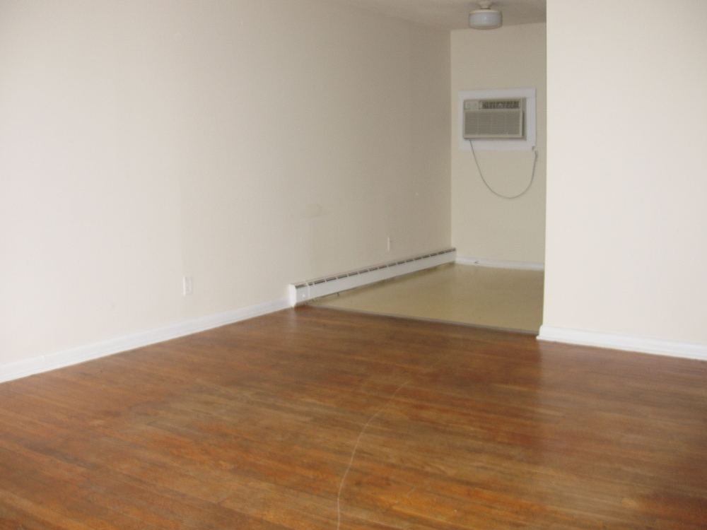 Pritchard Avenue Ext., 800-A5 - Living Room.JPG