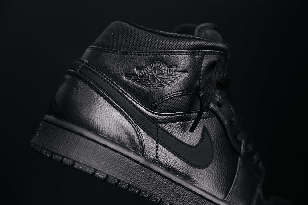 pretty nice 50d59 2eb78 NIKE-AIR-JORDAN-1-MID-BLACK-554724-030-