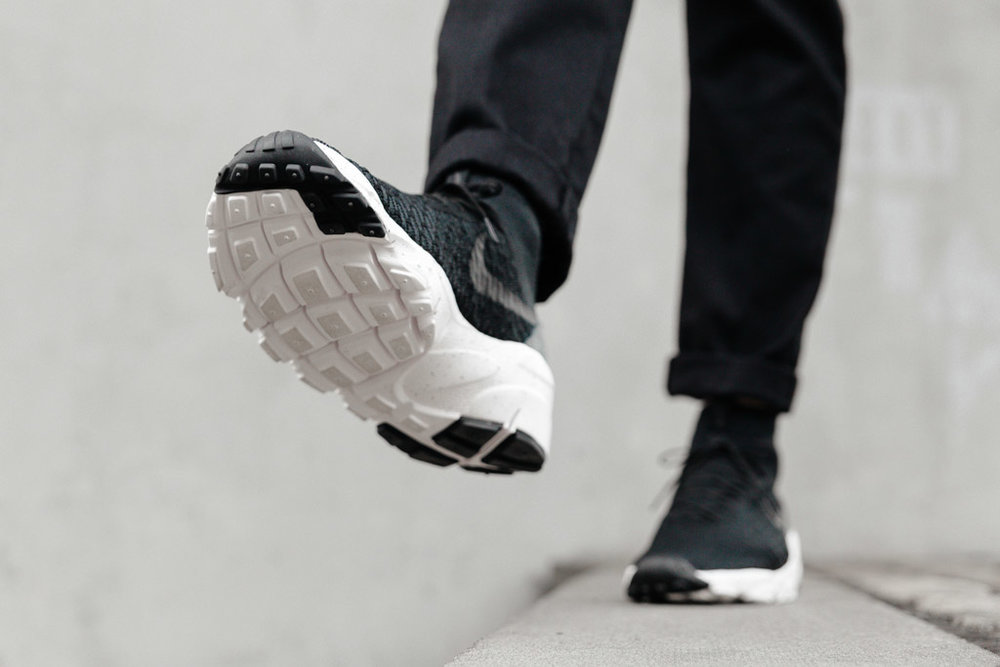 NIKE-AIR-FOOTSCAPE-MAGISTA-FLYKNIT-BLACK-3857-WEB-SoleHeaven-ON-FOOT-OTF.jpg