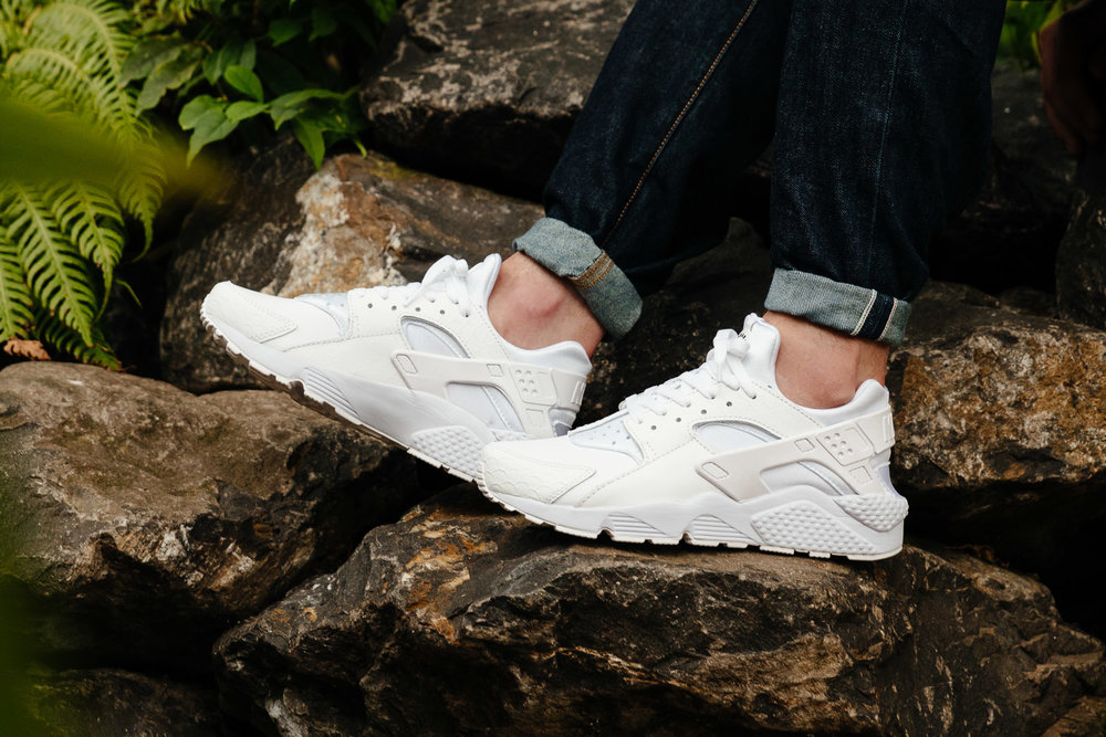NIKE-AIR-HUARACHE-RUN-PRM-SNAKESKIN-PACK-WHITE-9815-INS-SoleHeaven-FOOT-OTF.jpg