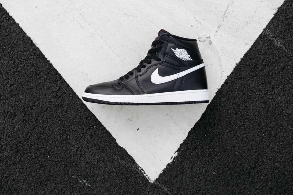 NIKE-AIR-JORDAN-1-RETRO-HIGH-OG-YIN-YANG-BLACK-4337-INS-SoleHeaven-.jpg