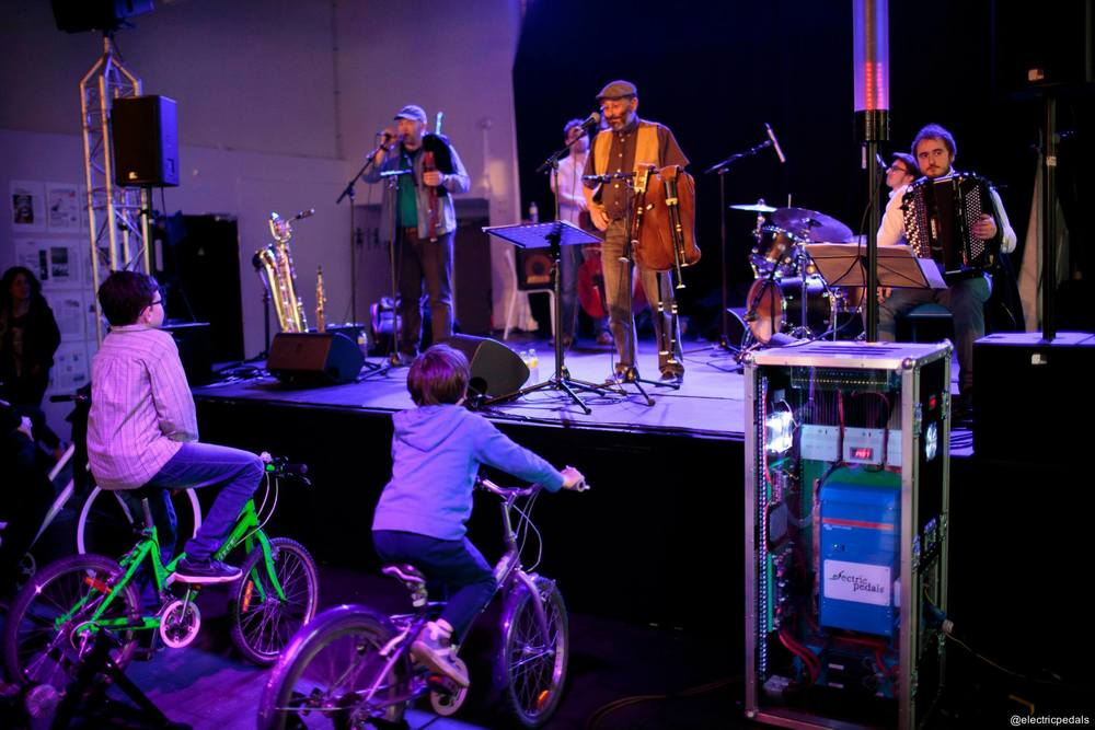 Bike-powered music in Lille from folk band Orage Sur La Plaine. Who can spot our logo?! © Electric Pedals