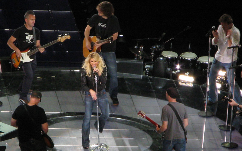 Faith Hill rehearses Red Umbrella onstage without an audience.