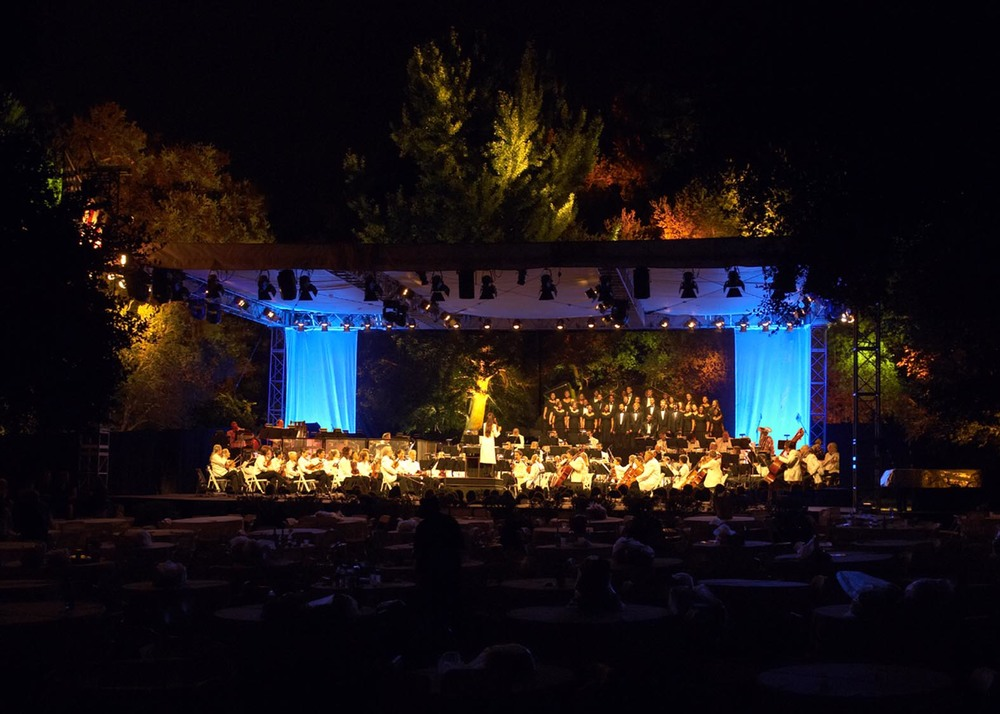 Pasadena Pops Orchestra at Descanso Gardens. Note the revealed chorus behind upstage scrim.
