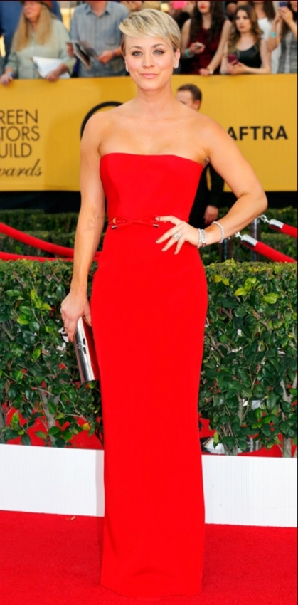 A beautiful shade of red made this simply cut but perfectly fit gown a hit. That haircut is hard to pull off, but she does it with flying colors. My only complaint is the subtle but visible tan lines on her best. C'mon, Kaley, that's an amateur mistake!