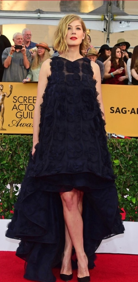 Compared to the Golden Globes surgical mask DIY disaster of a dress, this billowed hi-low frock featuring floral appliqué and a detailed train is a step up. Clearly the actress wants to stand out from the crowd on the red carpet, and - for better or worse - she achieved that in this dress. One could speculate that the desire to tent her figure stems from her giving birth less than 2 months ago, although knowing Hollywood, her stomach is probably as flat as ever. I do applaud her for keeping her shoes simple, showing off her pretty legs. Simply put, this is one of those dresses that I can't decide whether it pleases or disgusts me - either way, it was memorable, thus worth mentioning.