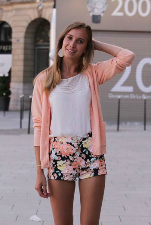 'Tweens and teens can wear shorter, fitted styles. A high waist and demure top tempers the short length. Image credit: gurl.com