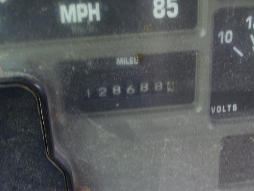 2002 International Dump Truck 002.jpg