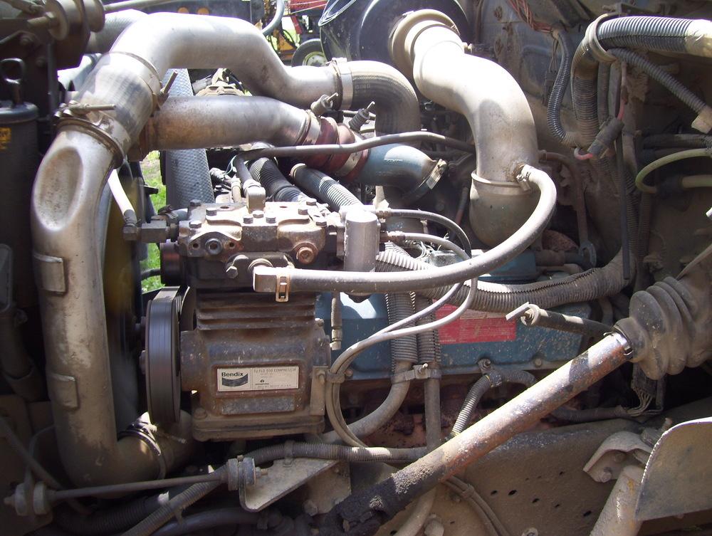 2002 International Dump Truck 007.jpg