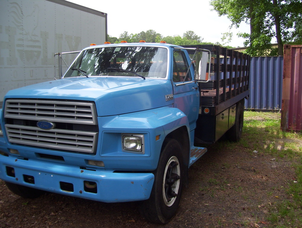 Ford F800 Stake Body with Liftgate 005.jpg