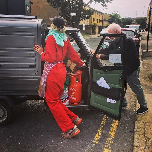 Minor technical hitch today ... unfortunately the coffee van won't be open today. Back tomorrow. Here I am with Bill pushing the van home last week! 🚘 Sorry to miss you and looking forward to making plenty of espresso tomorrow! Have a good Monday! #haggerston #makemakecoffee #makecoffeehaggerston