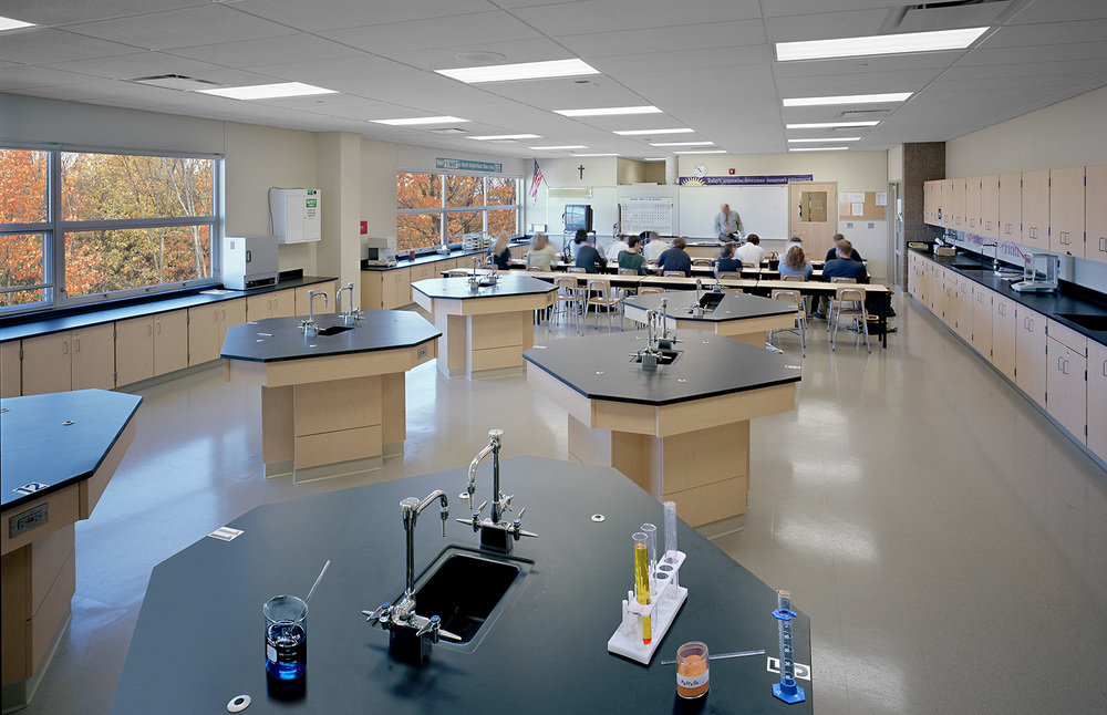 fr-gabriel-richard-high-school-lab