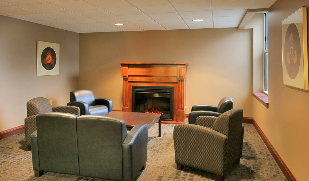 spring-arbor-residence-hall-lounge-area