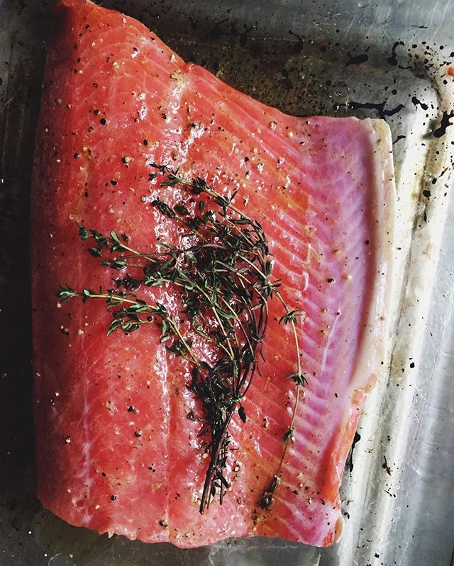 { Easiest roasted salmon you'll eva make 😉 : Wild caught salmon, olive oil, lemon, thyme, sea salt and fresh cracked pepper. Put in a 400 degree oven for about 15 minutes. Done! }  #wildcaught #fishoftheday #cleaneating #simplecooking #salmon #omega3 #nutritionistapproved