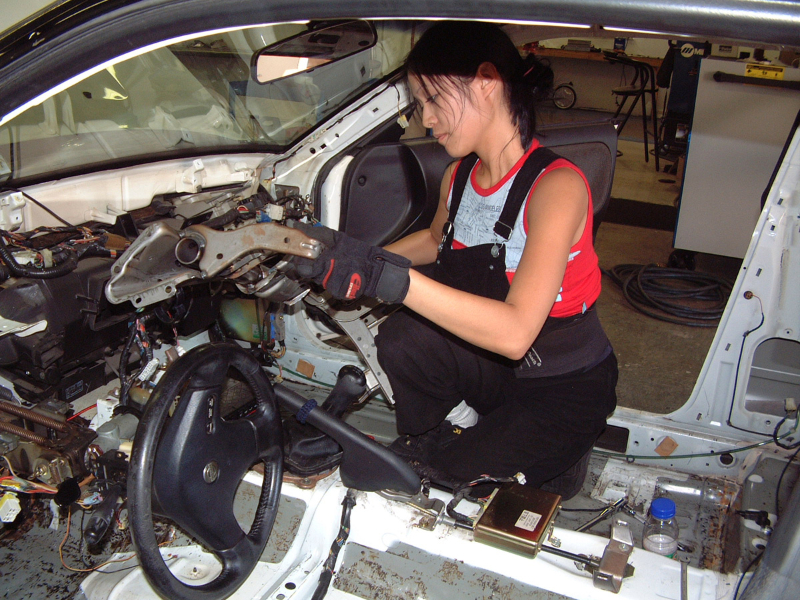 Verena builds her first drift car in 2004