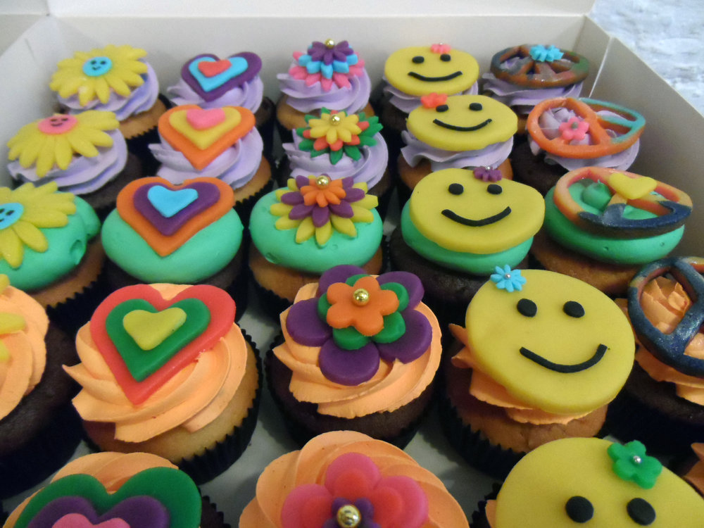 Hippie flower power cupcakes