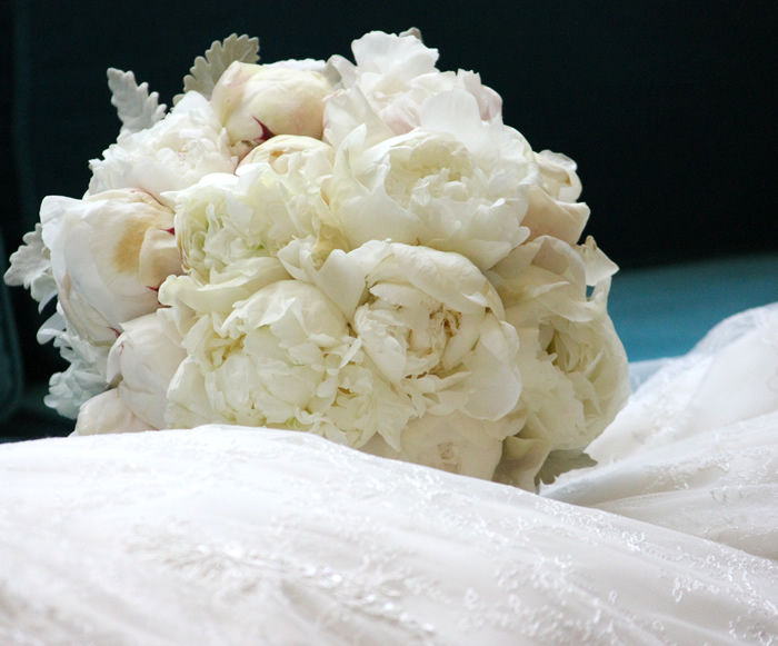 My Niece\'s Wedding with Hydrangeas, Peonies, Old Roses & Sparkles ...