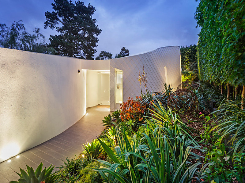 tom kovac architecture white entry hawthorn.jpg