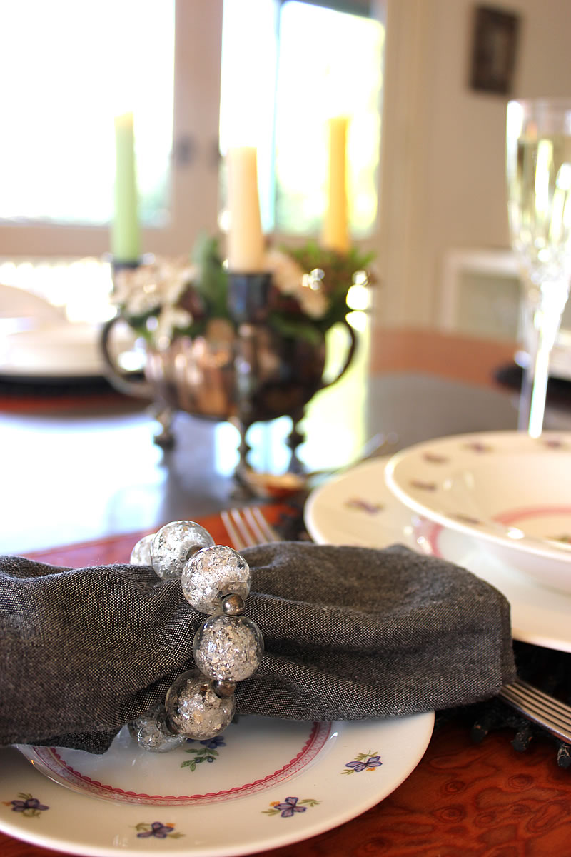 TABLESETTING WITH CRYSTAL NAPKIN RING.jpg