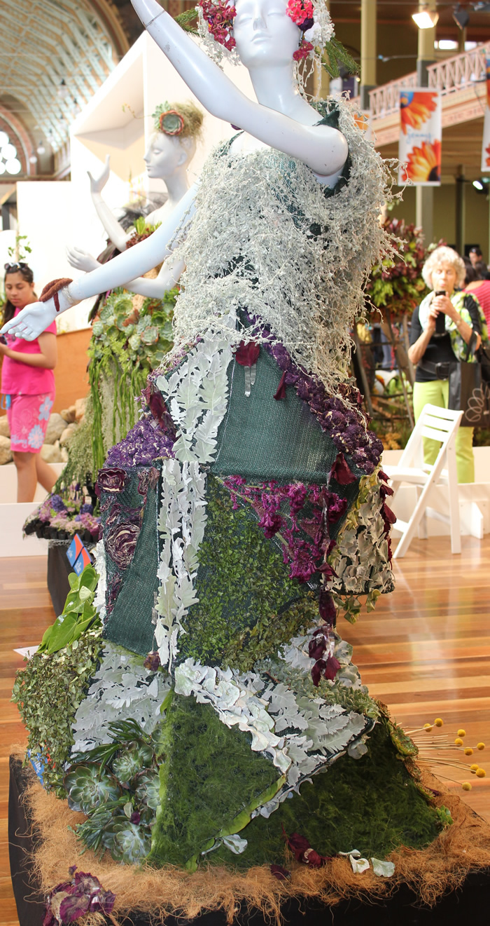 MIFGS 2013 FASHION COMPETITION MANEQUIN FLOWERS