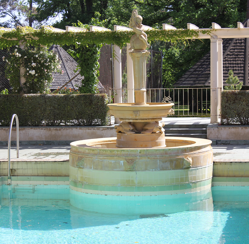 pool with fountain 1930s style at rippon lea melbourne