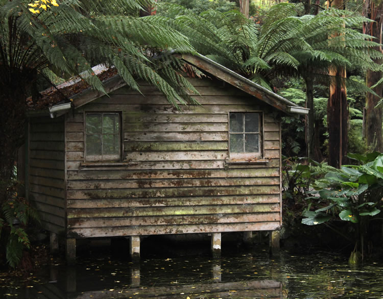 lake house at alfred nicholas memorial gardens dandenong ranges