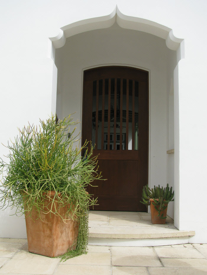 fabulous front entrance spanish mission style via thinking outside the boxwood