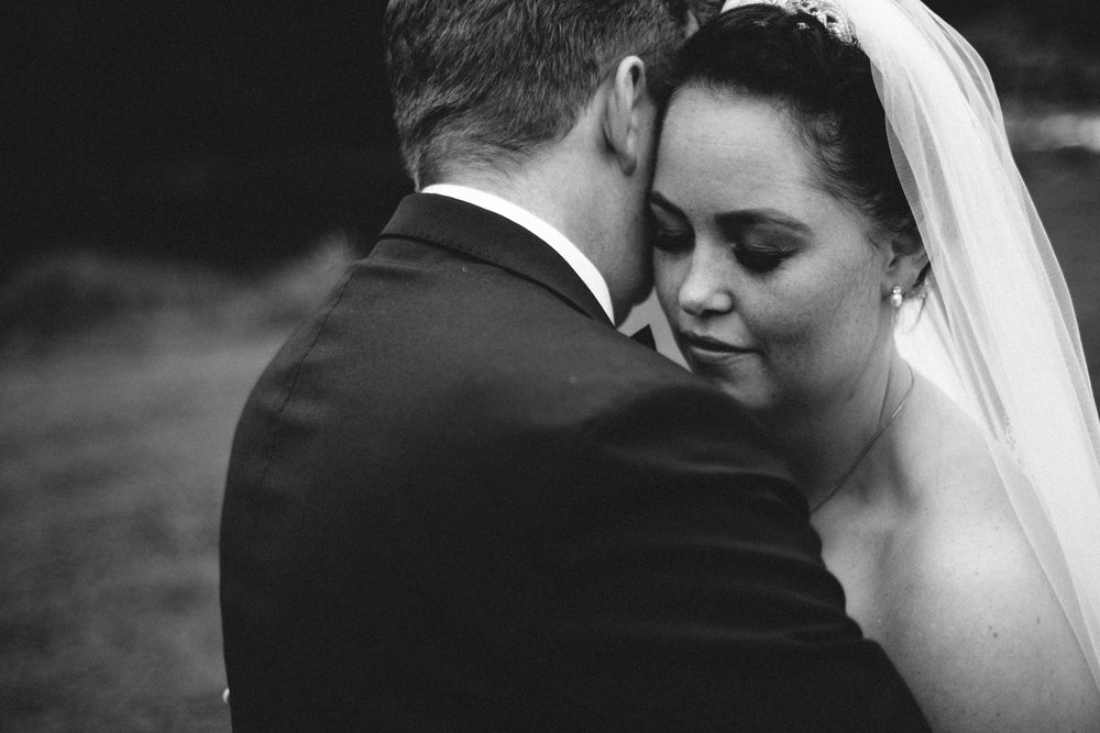 Fotograf-Martin-Bonden-bryllupsbilde-nært-bw.jpg