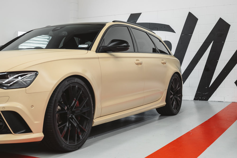Satin sand Audi RS6 colour