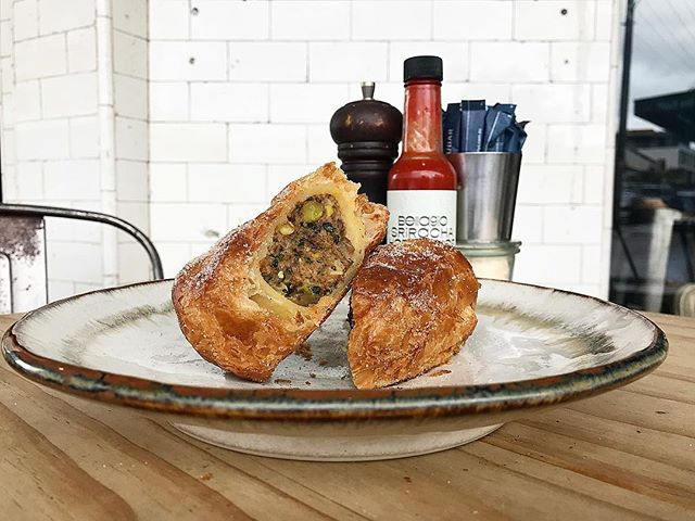 NEW KID ON THE BLOCK. Introducing our Persian chicken roll also nicknamed the chiko roll. Cumin, coriander, pistachio and sultana spiced chicken in puff pastry. Then tossed in cinnamon sugar. It's fragrant, spicy and a little bit sweet #sydneycafe #chikoroll #chickenroll #sausageroll #sydneyfood #sydneybakery #local #bondi #wholefood #wintermood #wintermenu #persian #spices #goodgutfood