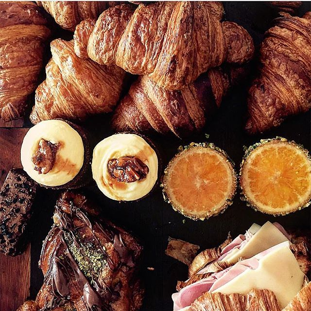 MY KINDA VIEW. Pastry cabinet looking very inviting #sydneycafe #sausageroll #sydneybakery #sydneyfood #croissant #danish #carrotcake #orangecake #doughnuts #hamandcheesecroissant #handmade #artisanbakery #shopsmall #shoplocal #bondi #handmade #sydneycafe #sydneyeats