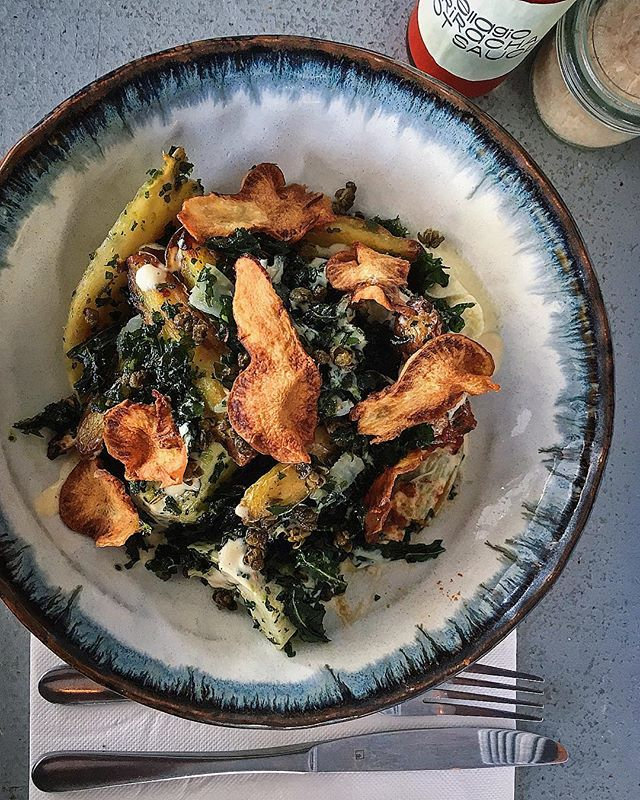 THIS WEEKS SALAD. And what a cracker it is! Roast kipfler potatoes & parsnip, parsnip skordalia, pickled fennel, winter greens, fried capers, Jerusalem artichoke chips and a buttermilk dressing. Insanely delicious #shopsmall #sydneycafe #artisanbakery #sydneyeats #saladbowl #wintersalad #wholefood #wholesome #nourish #highfibre #plantbased #eatmoreplants #eatmoreveggies #vegetarian #sydneybakery #sydneyfood #lunchsorted #eatrealfood #goodfoodau