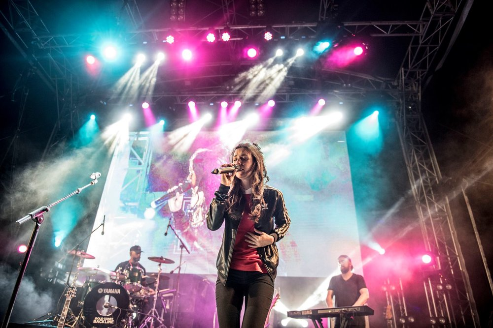 Amy Shark performing at 2017 Gold Coast Music Awards free live concert. Pic: Nadia Achilles