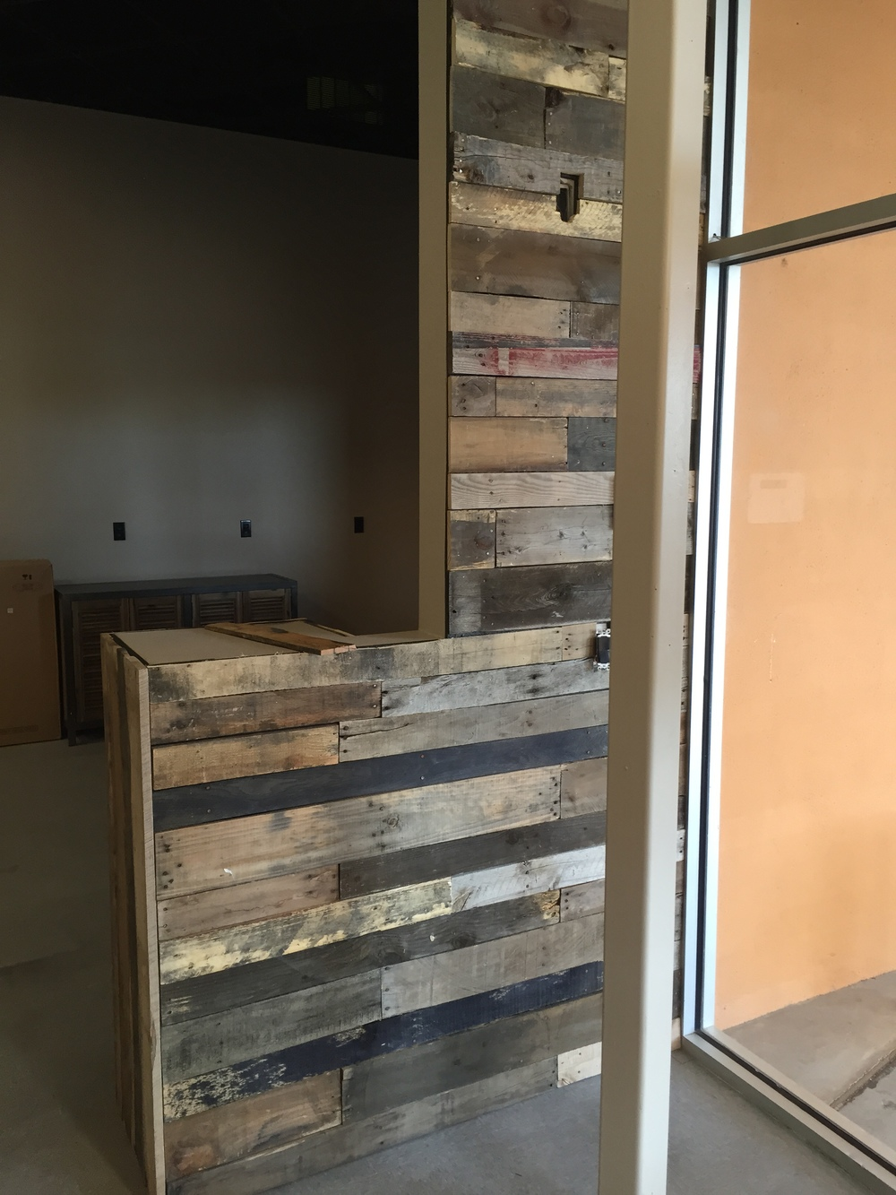 Finished up the pallet wall in the entry way.
