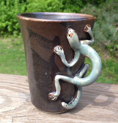 Nancy Mammarella. Salamander mug, hand crafted ceramic. FMV  $35 I  GUAR PUR  $44 I  MIN BID$16 I  BID INC$3