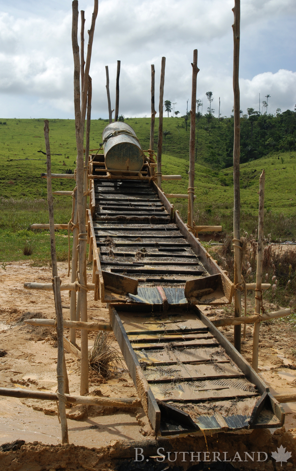 The simple low cost design of sluice boxes make them easy to maintain. Slurry is introduced through the barrel at the top controlling the flow and distribution of material over the sluice box surface.