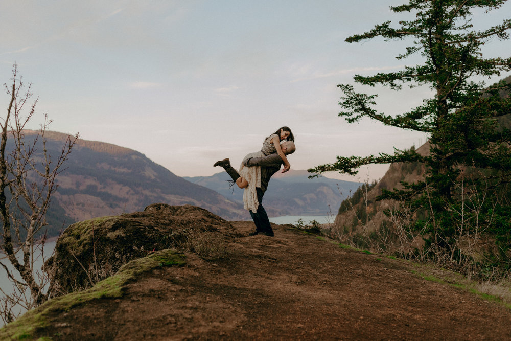 Columbia River Gorge Engagement Photography - Oregon