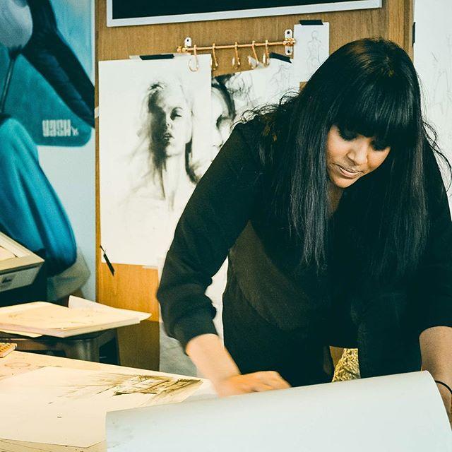 På fredag mellan 17-18.30 kan man få tips av Sofia Wernersson i konsten att teckna kroppar och ansikten. Arty AW!  #nordiclighthotel #artistinresidence