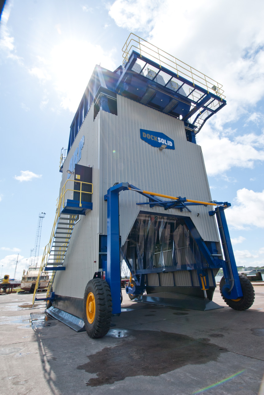 DOCKSOLID Hopper with visible steering mechanism.jpg