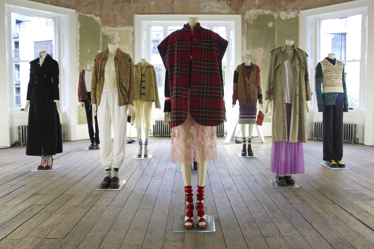 A_LONDON_BURBERRY_HERE_WE_ARE_03.jpg