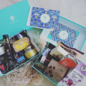 If your Mom lives for experimenting in the kitchen, then a Try The World subscription is the perfect gift for her! She'll get new ingredients from across the globe every month (or bi-monthly), and a new recipe to make with them! Photo by @noncomplex.