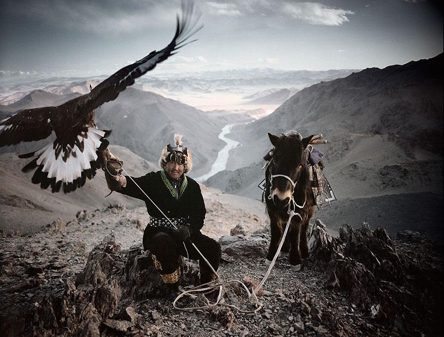 photographs-of-vanishing-tribes-before-they-pass-away-jimmy-nelson-3__880.jpg