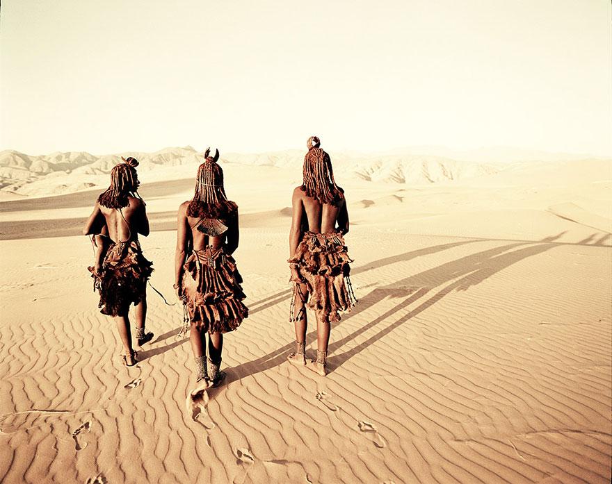 photographs-of-vanishing-tribes-before-they-pass-away-jimmy-nelson-4__880.jpg