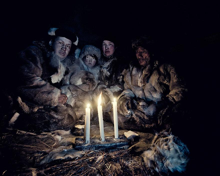 photographs-of-vanishing-tribes-before-they-pass-away-jimmy-nelson-15__880.jpg